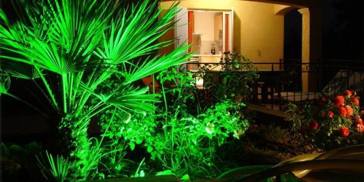 إضاءة الحدائق جلسات خارجية تنسيق فناء منازل ديكور حديقة فيلا اضواءحديثة تصميم