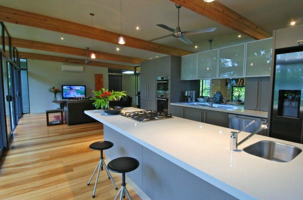 Uma casa moderna nas rvores decora o da casa for Distribucion de una casa moderna