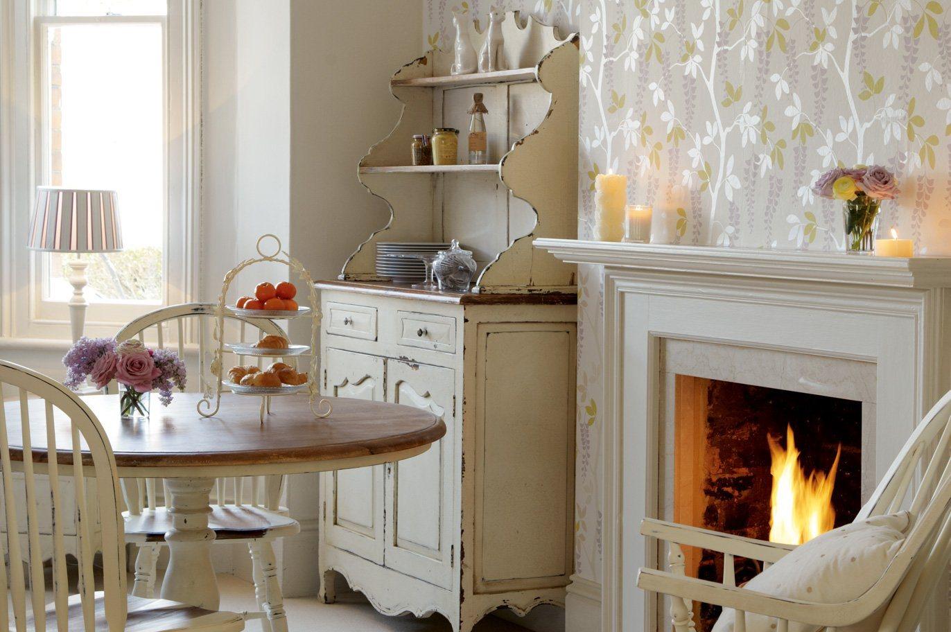Móveis para uma cozinha de estilo inglês. Decoração da casa. #C18C0A 1372 912