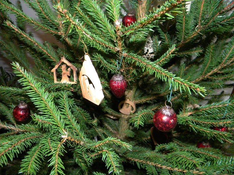 decoracao de arvore de natal tradicional:Decoração de uma árvore de Natal tradicional. Decoração da casa.