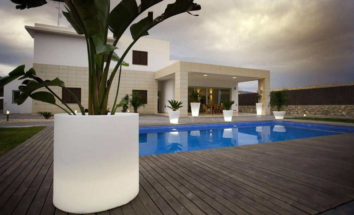Vasos de exterior vondom decora o da casa for Luces led para terrazas